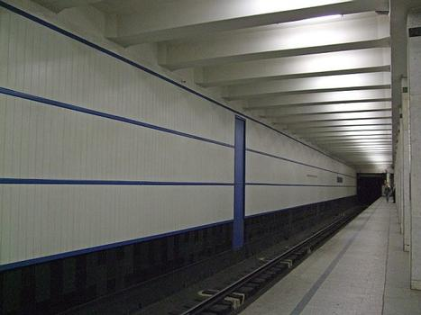 Metrobahnhof Akademitscheskaja