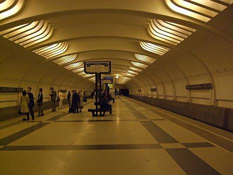 Metrobahnhof Uliza Akademika Jangela