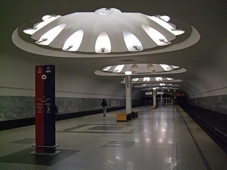 Metrobahnhof Annino