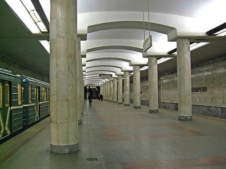 Metrobahnhof Bibirewo