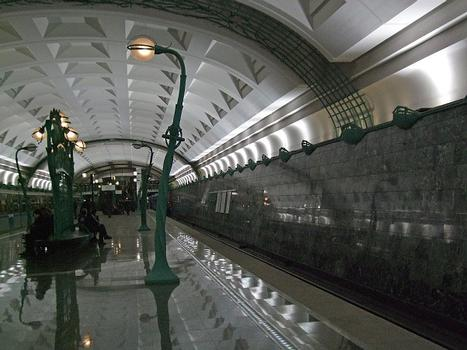 Slavyansky Bulvar Metro Station