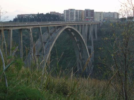 Fausto-Bisantis-Brücke in Catanzaro, Italien