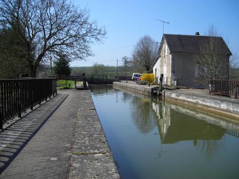 Ecluse n.13 de Mingot sur le versant Loire du Canal du Nivernais
