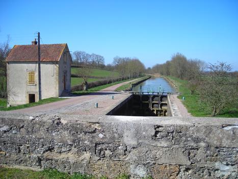 Ecluse n. 23 de La Saigne sur le versant Loire du Canal du Nivernais