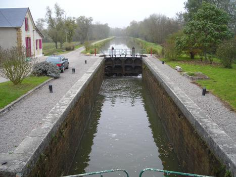 Ecluse n. 26 de Sauzay sur le versant Loire du Canal du Nivernais