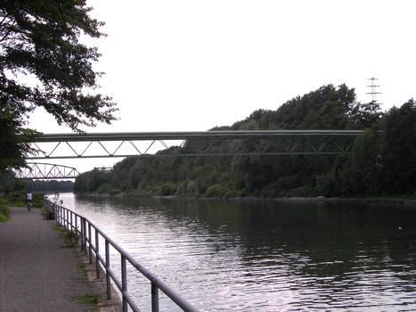 Rhine-Herne Canal - Ruhrgas Pipeline Bridge