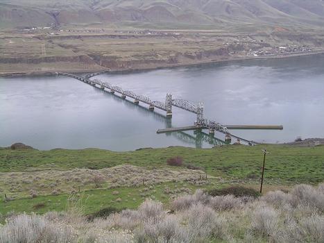 Celilo Railroad Bridge (Oregon Trunk Line Bridge)