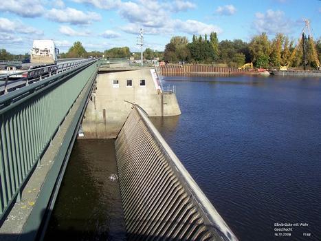 Elbebrücke mit Wehr in Geesthacht