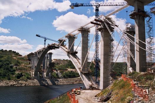 Almonte-Bogenbrücke im Bau