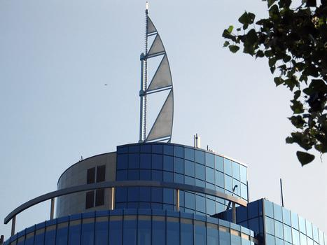 Stuttgart - Bülow-Turm - das markante Dachsegel