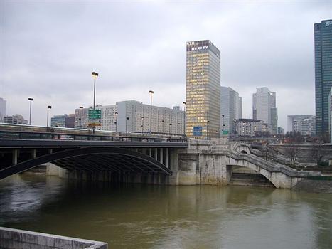 Paris-La Défense – Tour Initiale & Neuilly-Brücke
