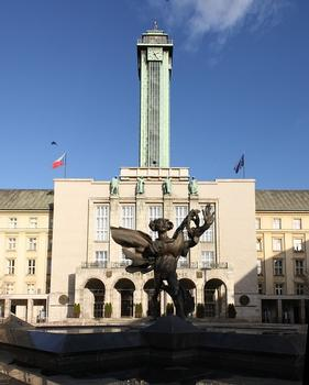 Statue of Icarus in the front of the New City Hall