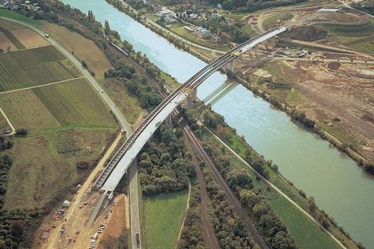 Grenzbrücke Perl Moselabstieg