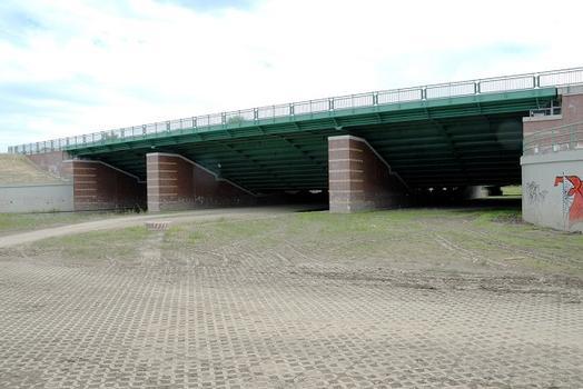 Neue Leineflutbrücke