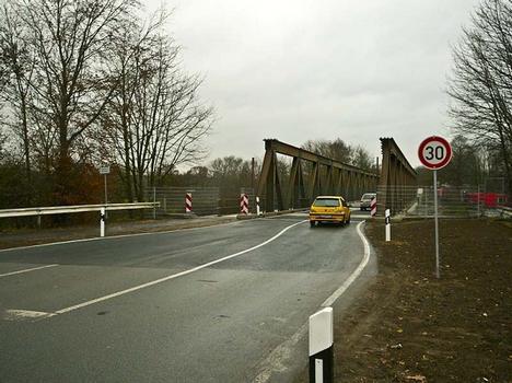 Krudenberger Landstr. Brücke WDK-km 12,240_Die Behelfsbrücke in Hünxe ist fertig und befahrbar