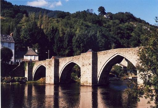 Entraygues, gotische Brücke über die Truyère