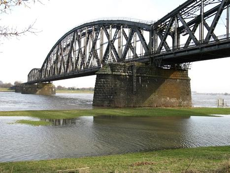 Duisburg, Haus-Knipp-Eisenbahnbrücke