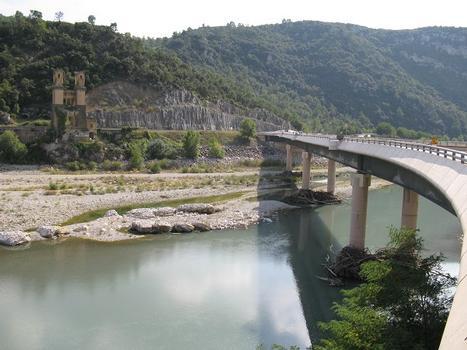 Pont de Mirabeau, neue Brücke (1987) über die Durance