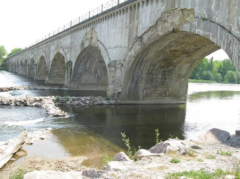 Le Guétin Canal Bridge