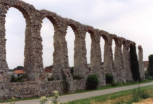 röm. Aquädukt in Luynes (nahe Tours, Loire)