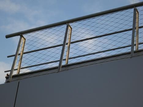 … und für die Sicherheits- und Dekorationsanwendungen des Lüftungsturms und der Geländer der technischen Plattformen auf dem Dach der Haupthalle ein X-TEND® Netz mit einem Seildurchmesser von 3 mm und einer Maschenweite von 160 mm