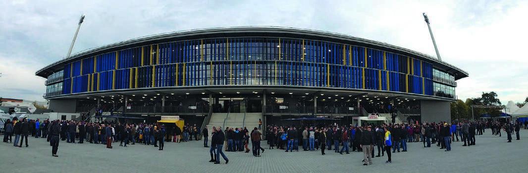 Für die Neugestaltung des Stadions von Eintracht Braunschweig lieferte Schäfer Lochbleche 270 Sonnenschutzlamellen in den Farben Zinkgelb, Saphirblau, Signalblau und Himmelblau