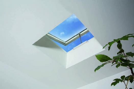 Ob in Wohnräumen oder im hochwertigen Gewerbebau – die Dreifachverglasung schützt sicher vor Wärmeverlusten