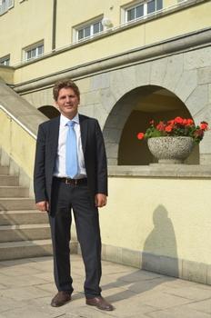 Dr. Jörg Rathenow ist Gründer und alleiniger Geschäftsführer der Sinnotec Innovation Consulting GmbH in Wiesbaden. Als Chemiker verfügt er über ein weitreichendes Wissens- und Erfahrungsspektrum in der Sanierung und Instandsetzung von Bauwerken und Bauteilen aus Beton.