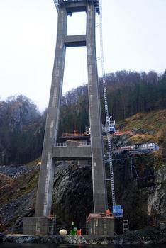 Die erschwerten Bedingungen an den Brückenpylonen erforderten von GEDA und Uco die Entwicklung einiger Sonderlösungen für den Einsatz der PH-Geräte