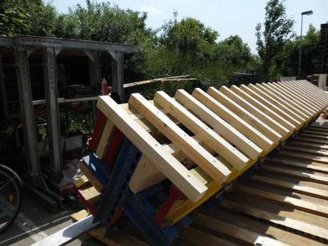 Sichtecke mit Sparschalung aus Vollkonstruktionsholz. Sie wurde von der Harsco-eigenen Schalungsfertigung in Irxleben hergestellt.