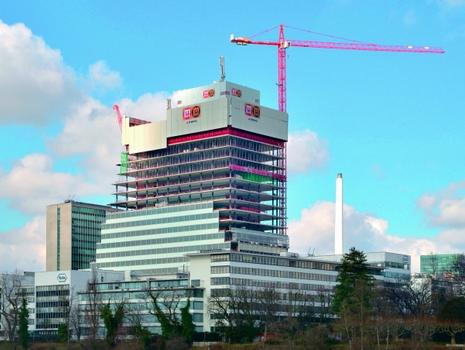 The new Roche Tower in Basel is climbing to 178 m with MEVA formwork: MAC automatic climbing system, MevaDec slab system MevaDec and Mammut 350 wall formwork.