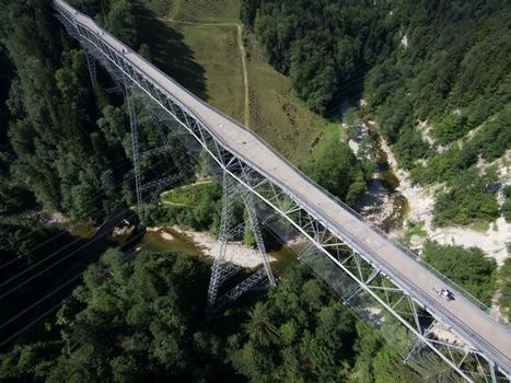 Die 1937 fertiggestellte Haggenbrücke ist eine 355,5 Meter lange Stahl-Fachwerkbrücke über die Sitter. Für den Suizidschutz wurden im Rahmen einer Gesamtsanierung unlängst Auffangnetze angebracht