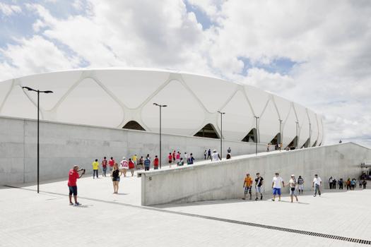 """Die neue """"Arena da Amazonia"""" in Manaus ist für 45.000 Zuschauer konzipiert und liegt direkt an der zentralen Verkehrsachse, die den Flughafen mit der Innenstadt verbindet"""
