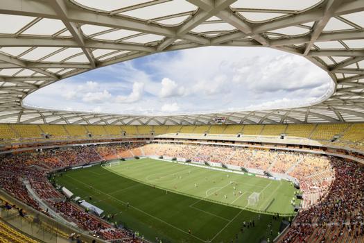 Die Membranoberfläche des Stadions beträgt ca. 32.000 m². Das gesamte Dach-Fassaden-Tragwerk ist mit 252 Membran-Elementen aus einem sehr hochwertigen Glas-Gewebe mit PTFE-Beschichtung verkleidet