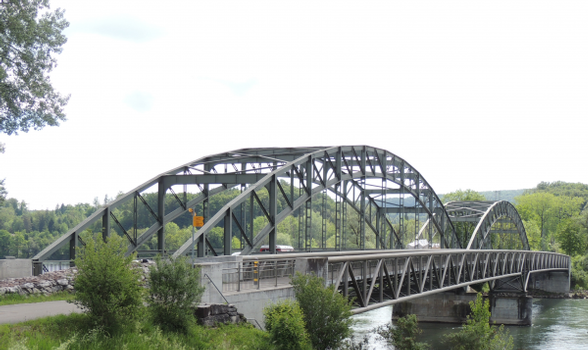 Der stark zunehmende Verkehr strapaziert die Stahlbrücke Felsenau bei Koblenz sehr. Die im 2014 mit der Collano 2K PUR Vergussmasse sanierten Fahrbahnübergänge zeigen jetzt schon deutlich bessere Resultate als das herkömmliche Bitumensystem