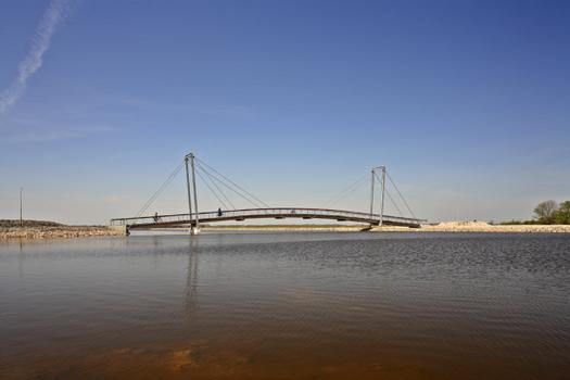 Pylonbrücke zur Blauen Stadt