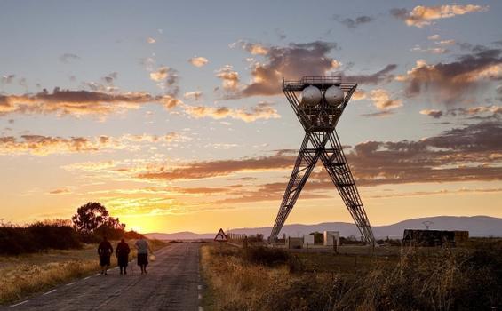 Wie aus einem Science Fiction Film wirkt der feuerverzinkte Wasserturm