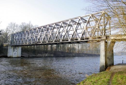 Seit rund 70 Jahren als Provisorium im Einsatz: Die feuerverzinkte Ehzer-Brücke.