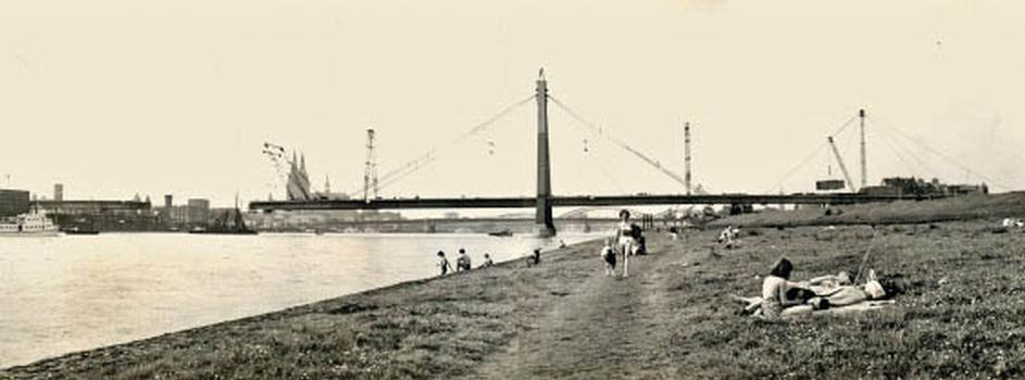 Montage der Severinsbruecke 1958