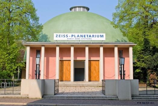 Das Zeiss-Planetarium Jena nach Fertigstellung der Sanierungsarbeiten an der historischen Kuppel