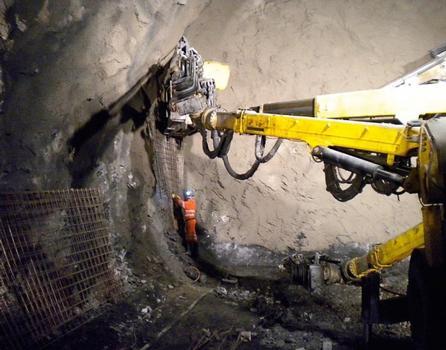 Typisches Einbauverfahren von Mattenbewehrung im Tunnelbau