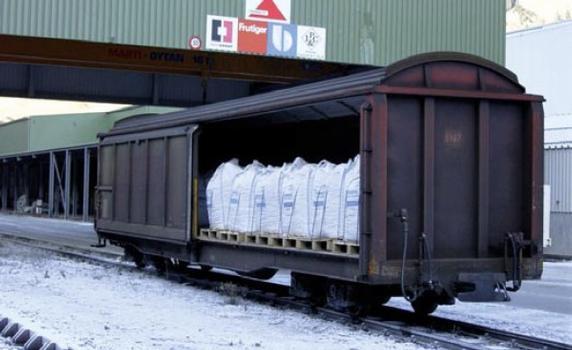 Anlieferung der Stahldrahtfasern per Bahn