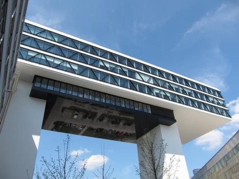Um den Bau der Medienbrücke realisieren zu können, musste der Bewehrungsstahl mithilfe eines speziellen Schraubanschlusses von Peikko verbunden werden