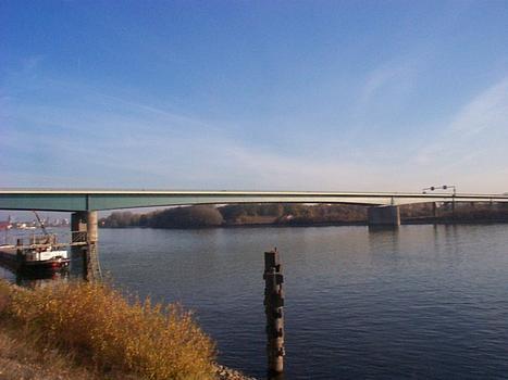 Wiesbaden-Schierstein Bridge across the Rhine