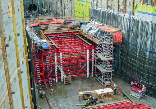The formwork carriage for the bottom section was designed as a two-piece construction so that the top half of the carriage could also be used for the other two upper levels – without time-consuming and expensive assembly work
