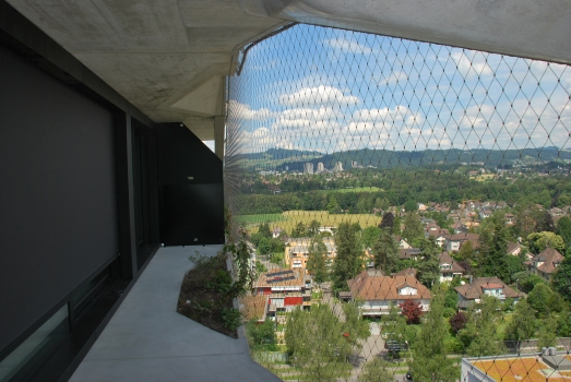 The façade acts as fall protection without the necessity for any further barriers which would negatively impact the view.  : The façade acts as fall protection without the necessity for any further barriers which would negatively impact the view.