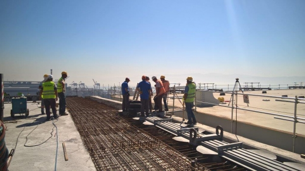 Installation of the 5-module expansion joint at the Northern approach