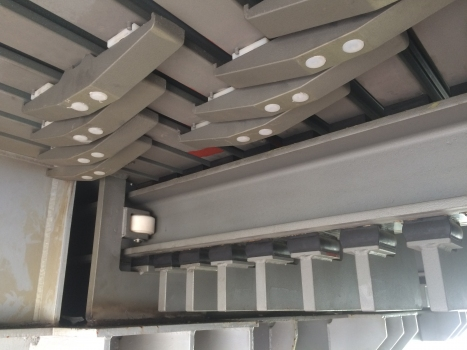 The new design of the control system of the sliding lamella expansion joints