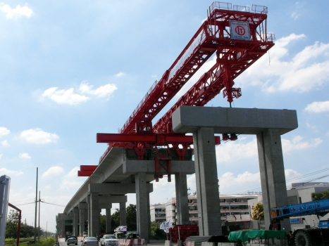 The Red Line is designed as an elevated railroad on 22 m high viaducts. Each direction of traffic has its own viaduct with two tracks. : The Red Line is designed as an elevated railroad on 22 m high viaducts. Each direction of traffic has its own viaduct with two tracks.