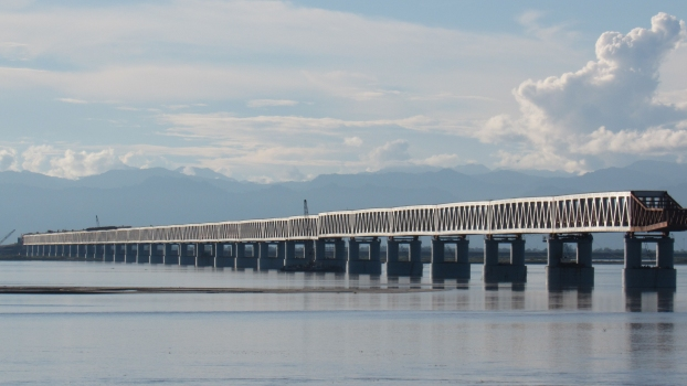 Bogibeel Bridge : The Bogibeel Bridge across the Brahmaputra, at the bottom of the Himalaya. The picture was taken during construction in 2017.
